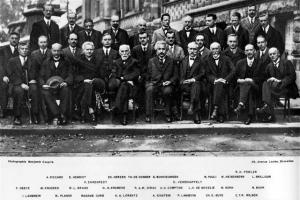 아인슈타인·퀴리… '현대과학 전설'의 회동