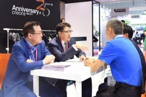 조현준 효성 회장, 글로벌 리더십 '광폭 행보'