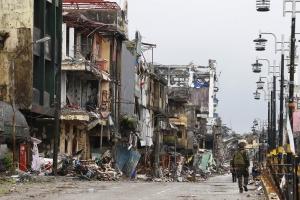 """'IS와 교전' 필리핀 도시 초토화…""""사망 1000명, 재건비 최대 3조"""""""