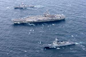 美핵항모 3척 한미 해군 연합훈련…北에 고강력 경고메시지