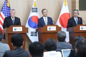 """한·미·일 외교차관 """"북핵 압박"""" 한반도 상황 안정적 관리 공조"""