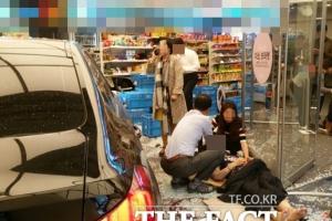 """강남역 인근 사고, 6명 부상…50대 여성 운전자 """"실수한 것 같다""""(종합)"""