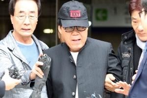 """법원 """"조영남, 구매자 속였다… 대작 그림은 사기"""""""