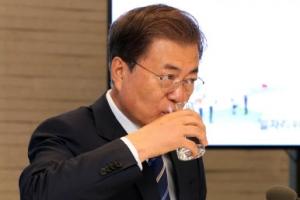 文대통령 국정지지율 67.9%…지난주 대비 0.6%p 하락