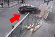 강남역 승용차 돌진 사고…당시 CCTV 영상 봤더니