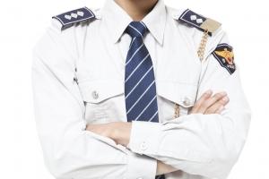 결혼 앞두고 대학 후배 성폭행한 혐의로 체포된 경찰관