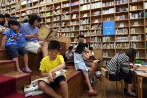 책 펴기 힘든 '독서의 계절'…도서관서 지적 근육 키우자