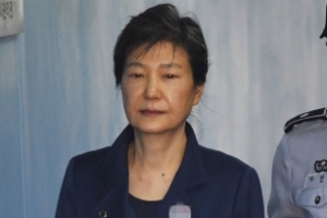 법원, 박근혜 전 대통령 국선변호인 선정 착수