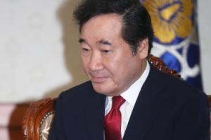 [서울포토] 신고리공론화 조사결과 전달받은 이낙연 총리
