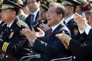'촛불집회' 강조한 경찰의 날 기념식…내용·형식 '파격'
