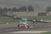 폭풍 브라이언 속 착륙하던 영국 비행기들 '기우뚱 '…