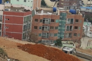 주민사는 재개발 지역 빌라 무단 철거한 업체 소장 등 2명 구속