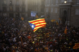 카탈루냐 독립국가 선포…스페인 정부 '자치정부 해산' 선언