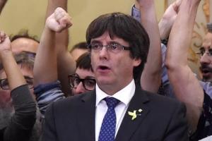 """해임된 카탈루냐 자치정부 수반 """"스페인 정부에 저항"""" 촉구…항전의지 밝혀"""