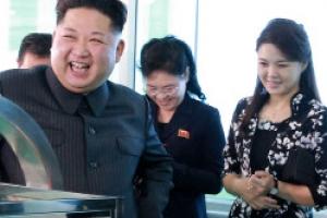 [포토] 北 김정은, 부인 리설주와 함께…