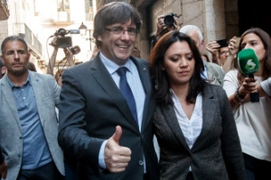 """해임된 카탈루냐 수반 """"스페인 정부에 민주적 저항을"""""""