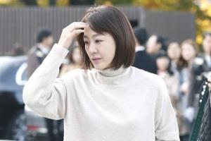 [포토] 수수한 모습으로 '송송커플' 결혼식 참석한 이미연