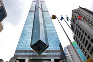 홍콩 갑부 리카싱, '더 센터' 빌딩 5조 7천억에 팔아...사상 최고액 거래