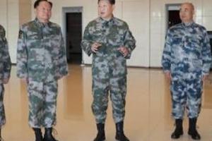 """각반차고 군화신은 시진핑, """"싸워 이기는 군대 만들라"""""""