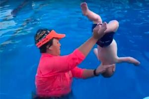 생후 9개월 된 아기를 물속에…왜?
