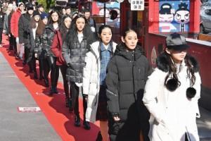 모델·시민 110여명 스트리트 패션쇼