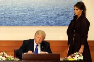 트럼프, 청와대 방명록에 뭐라고 적었나보니 '반전 글씨체'