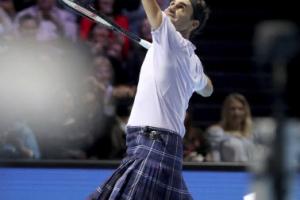 치마 입은 페더러, 머리와 스코틀랜드에서 친선 경기