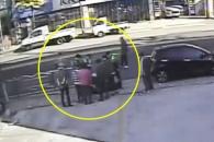 (영상) 길에서 의식 잃은 운전자 살린 부산시민들