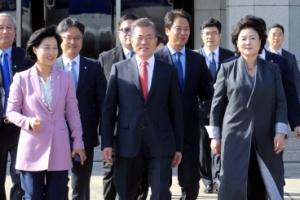 [서울포토] 동남아 순방길에 오른 문 대통령