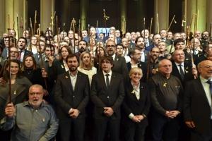 추방된 前수반 지지 시위나선 카탈루냐 시장들