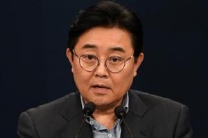 '롯데홈쇼핑 로비 의혹' 전병헌, 문 대통령에 사의 표명
