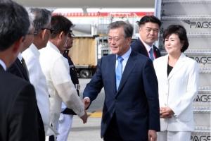 文대통령, 필리핀 마닐라 도착…아세안 정상 갈라만찬 참석