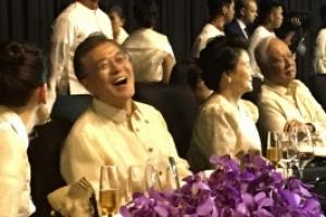 [포토] 필리핀 전통복 '바롱' 입은 文대통령 내외