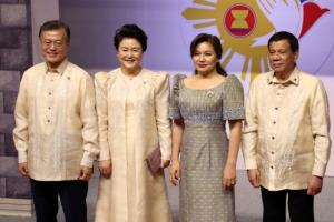 文, 필리핀서 아세안 정상 외교…中 리커창과 관계 정상화 방안 논의