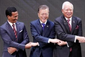 아세안 정상회의 개막…韓美中日 등 북핵·남중국해 외교전