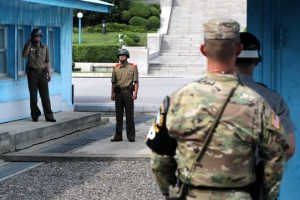 북한군 1명 귀순, JSA로 귀순은 10년만…여러 발 총성 울려 '초긴장'