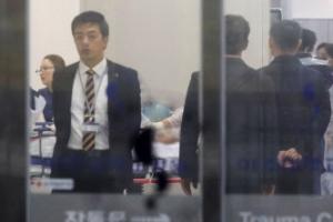 """귀순 북한병사, 아주대병원서 수술…""""마른 체형에 20대 또는 30대"""""""