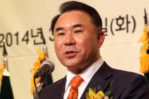 """윤홍근 BBQ 회장 """"이 XX야 폐업시켜""""…가맹점에 폭언 등 '갑질' 논란"""