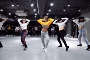 효린 '블루문' 댄스 콜라보 영상…솔로 활동 시동