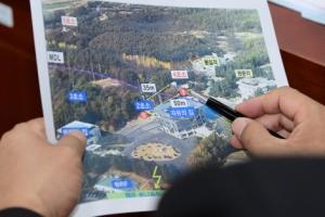 [서울포토] 北병사 귀순 자료 살펴보는 의원들