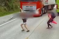 간발의 차로 대형 교통사고 피한 아이…아찔한 순간