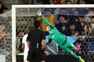 한국 세르비아 0-0 종료…실점 막아낸 조현우 슈퍼 세이브