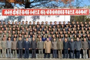 北김정은, 트랙터공장 시찰…11일만에 또 '경제' 행보