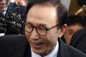 [포토] '밝은 모습으로 귀국한' 이명박 전 대통령