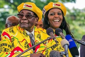 사치·불타는권력욕…짐바브웨 쿠데타 부른 41세연하 대통령부인