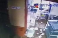 [독자제보 영상] 포항 5.4 규모 지진…순식간에 주방 …