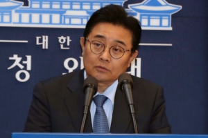[서울포토] 사의표명하는 전병헌 靑 정무수석