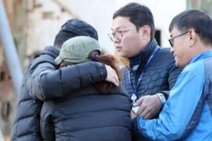 """[포토] """"가슴에 묻고""""… 미수습자 가족 세월호 떠난다"""