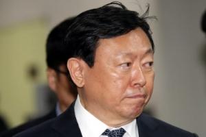 """신동빈, 검찰서 """"청와대 경제수석, 만나려고 하면 만나준다"""""""