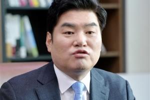 """""""수억대 불법""""…'정치자금법 위반' 혐의 원유철 의원 피의자 소환"""